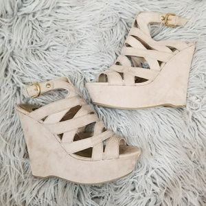 Guess || nwot nude suede wedge sandals